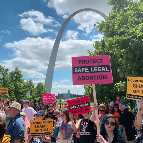 Missouri District Judge Blocks Abortion Ban